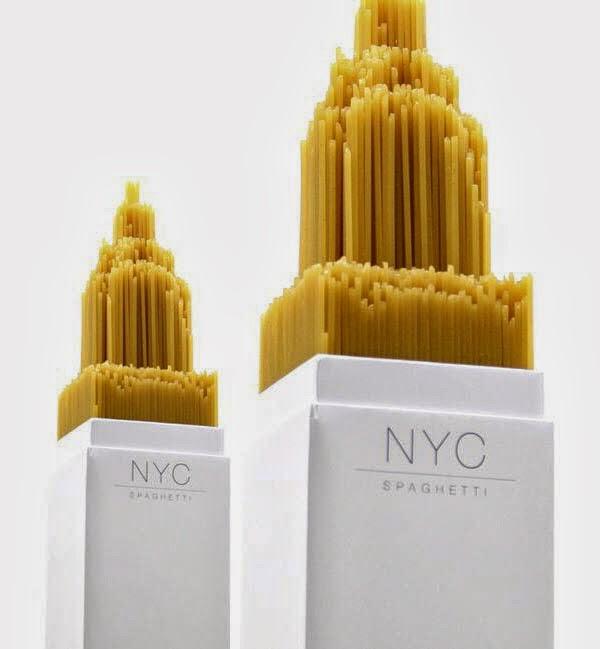 Embalagem de macarrão que é representação do Edifício Chrysler, em Nova York.