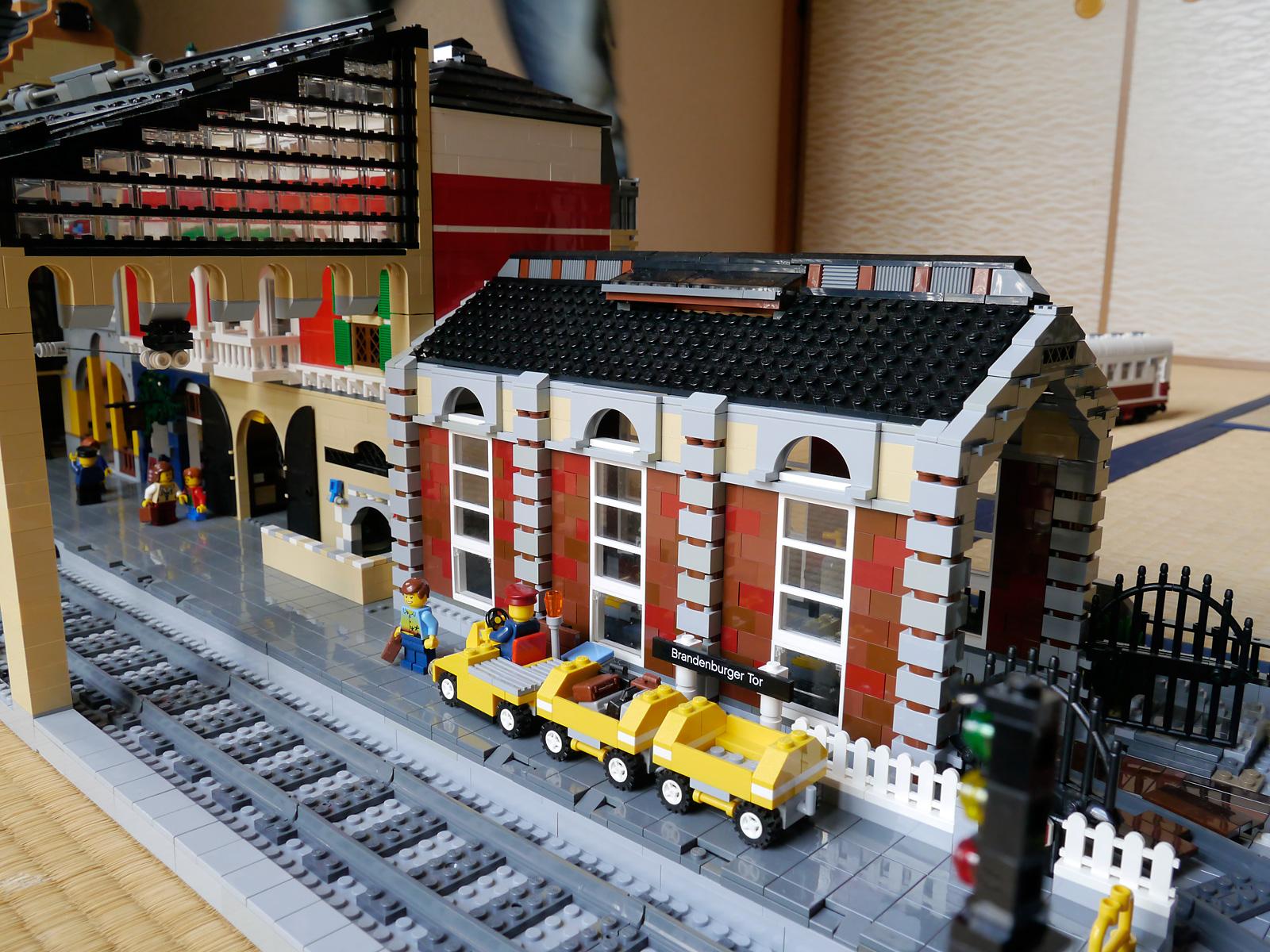 ~Boris Bricks~: LEGO MOC Train Station