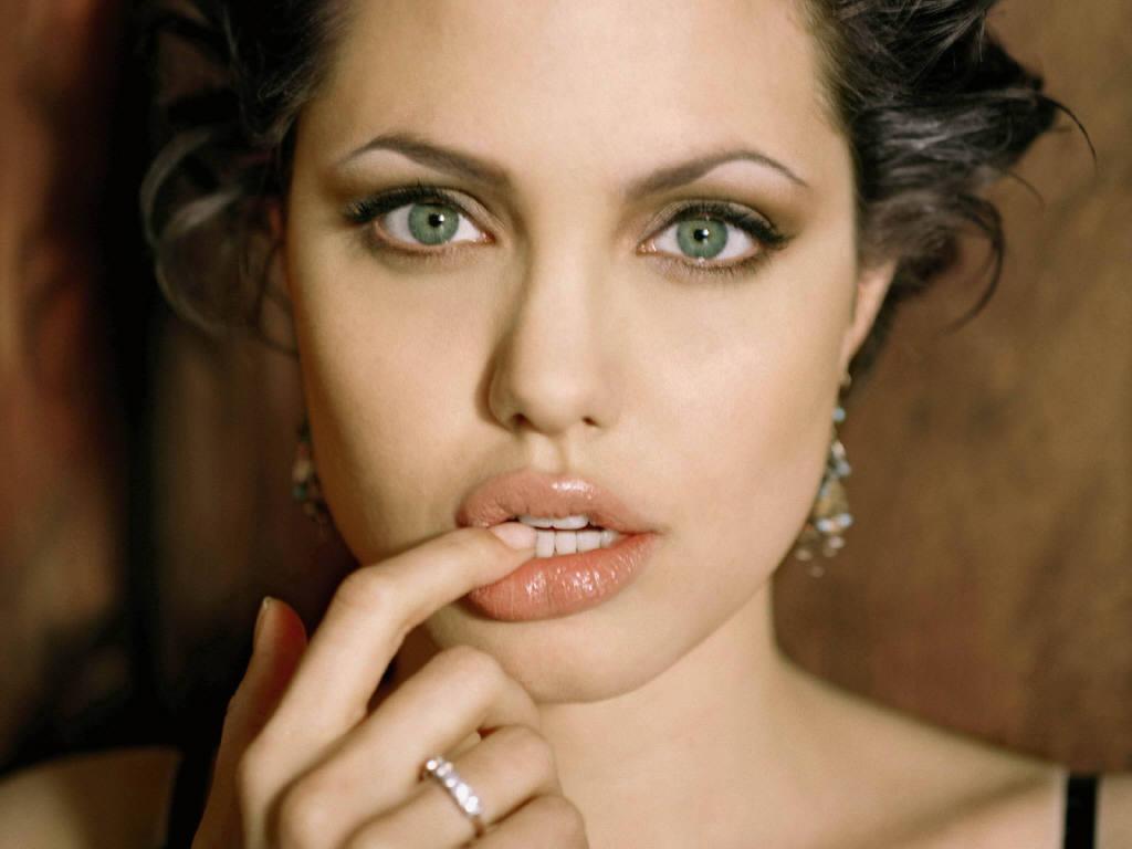 http://4.bp.blogspot.com/-u_cS1v4p2X4/T_tUGJJa9SI/AAAAAAAAEQo/PuqL0CR1P3Q/s1600/Angelina+Jolie+Sexy+Lips(6).jpg