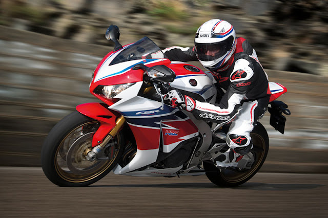 Dijual di Indonesia . . Honda CBR1000RR SP 2015 ini dihargai dengan harga ratusan juta rupiah