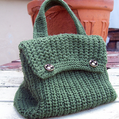 month my KAL (Knit A Long) project was this little knitted bag