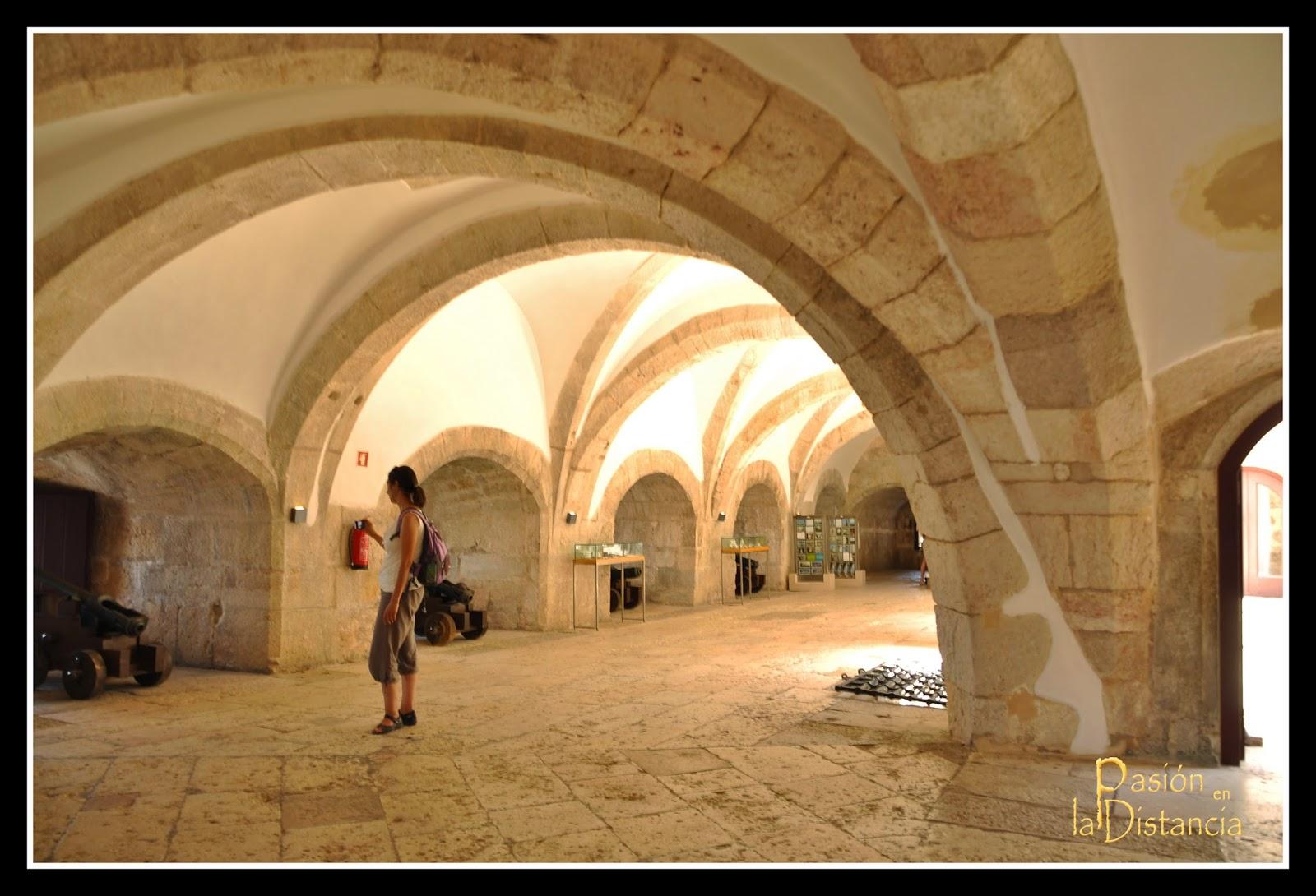 Interior del baluarte defensivo de la Torre de Belém