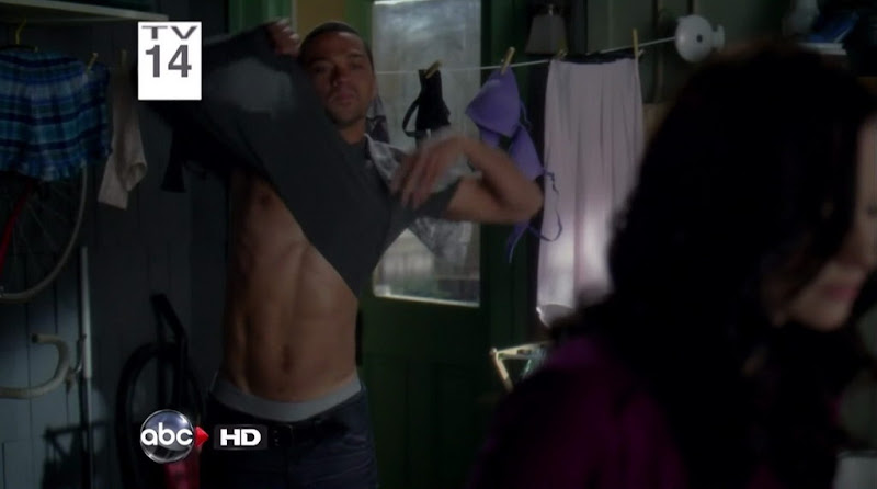 Jesse Williams Shirtless on Grey`s Anatomy s7e17