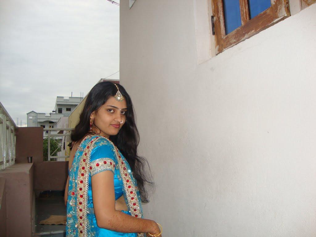 Tamil Aunties Hot Sarees boobs showcase Photos: North ...