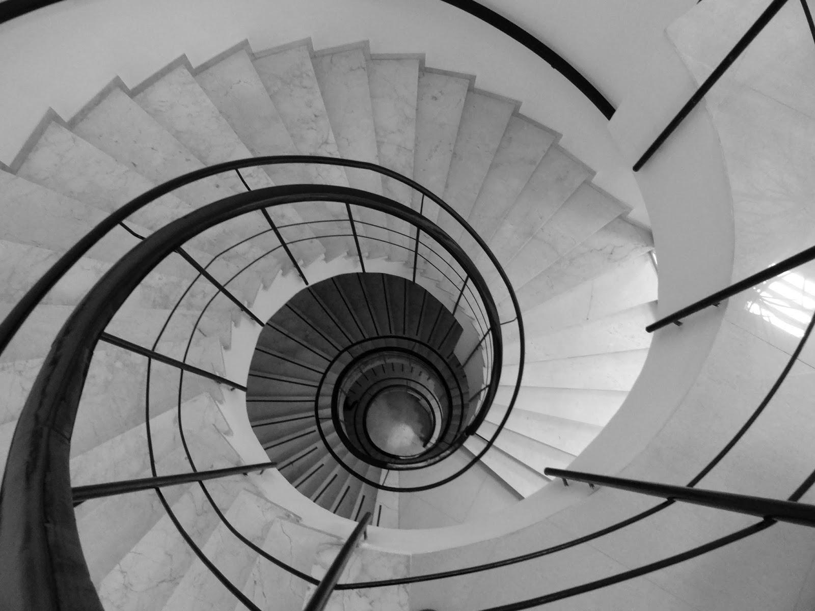 escalera espiral fuera de concurso chicho