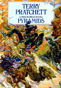 "Cover of ""Pyramids"", seventh Discworld novel by Terry Pratchett"