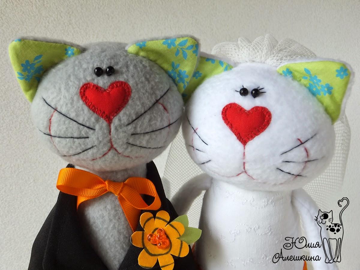 Игрушки коты из ткани