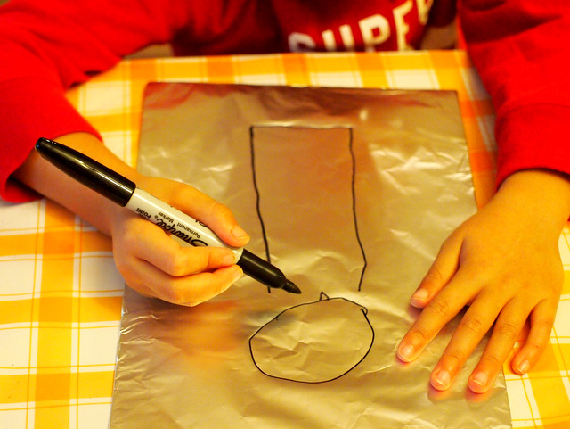 easy preschool robot art ideas- sharpie and foil