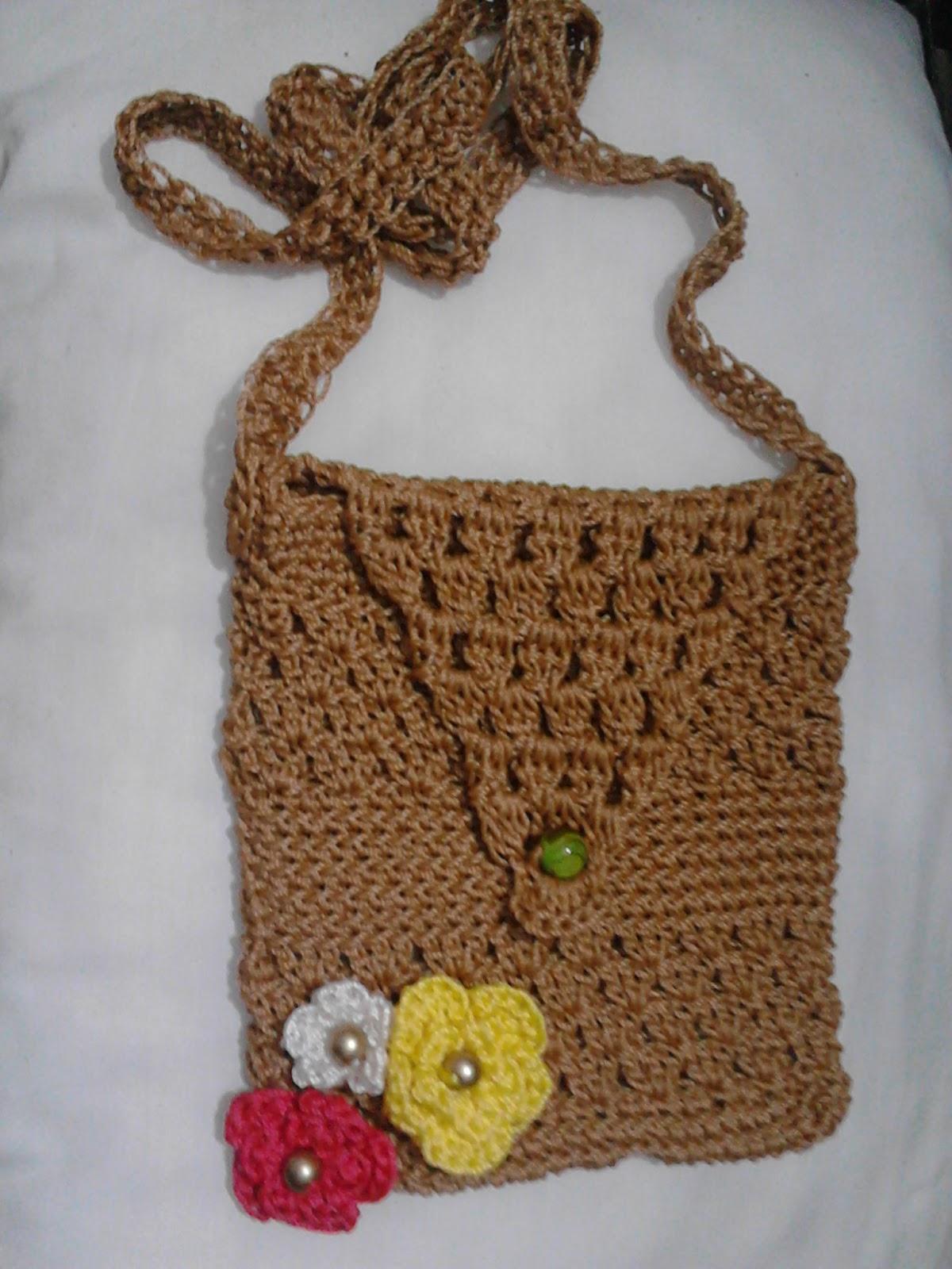 Bolso pequeño, tejido a crochet con Hilo Nylon Color Blanco y Negro