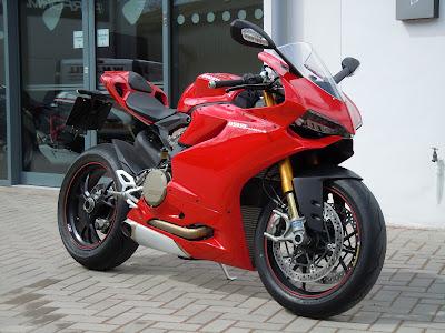european motorcycle diaries: ducati panigale 1199 review