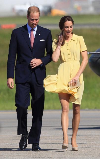 Seksi Foto Kate Middleton Dengan Rok yang Tertiup Angin