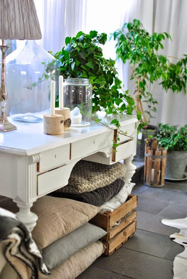 antikt skrivbord björkljusstake naturfärger höst