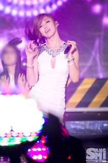 Jun Hyo Sung Korean Sexy Singer Sexy White Dress Performance Photo 4