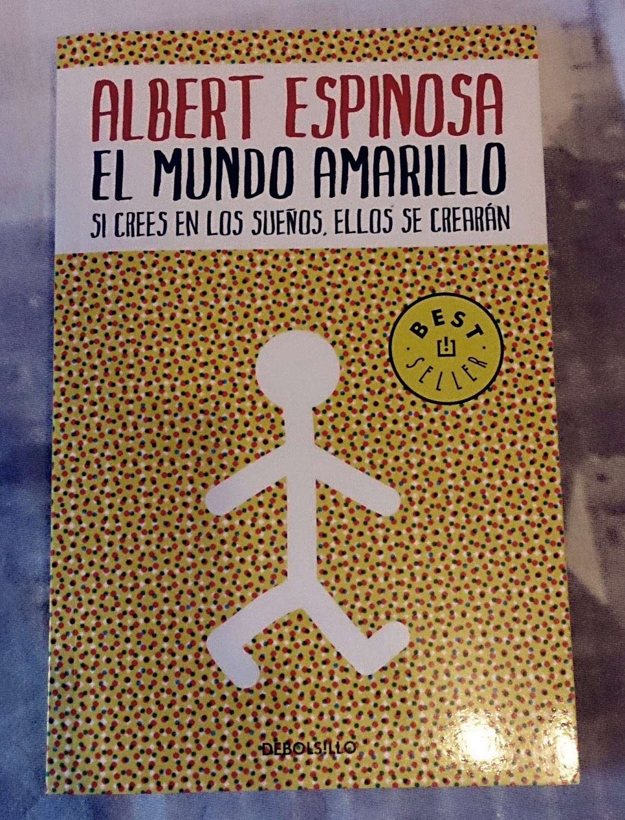 Este libro lo compré porque unas amigas mías me lo habían recomendado pero  a mi no me gustó mucho. Podéis leer mi reseña y el por qué no me gustó aquí