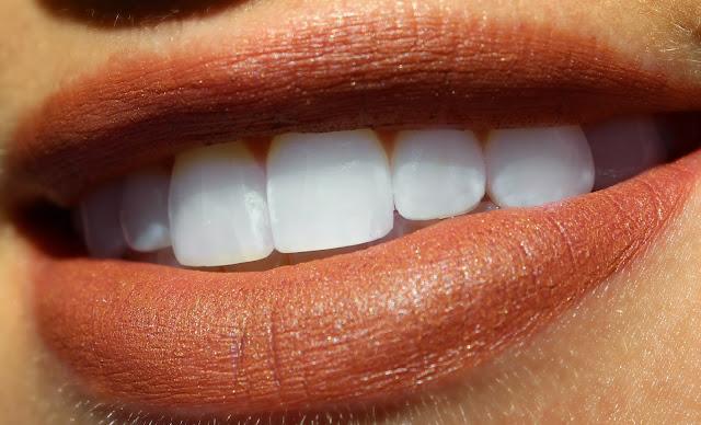 L'Oreal La Laque & Le Matte Color Riche Lipstick Review, Photos, Swatches