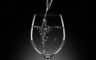 air putih dalam gelas