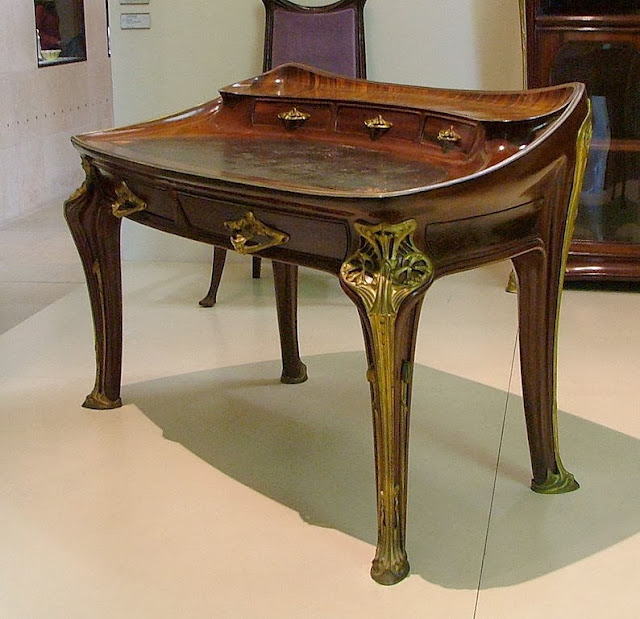 Mahogany desk designed and manufactured by Louis Majorelle in 1902-3,   Musée d'Orsay, Paris.