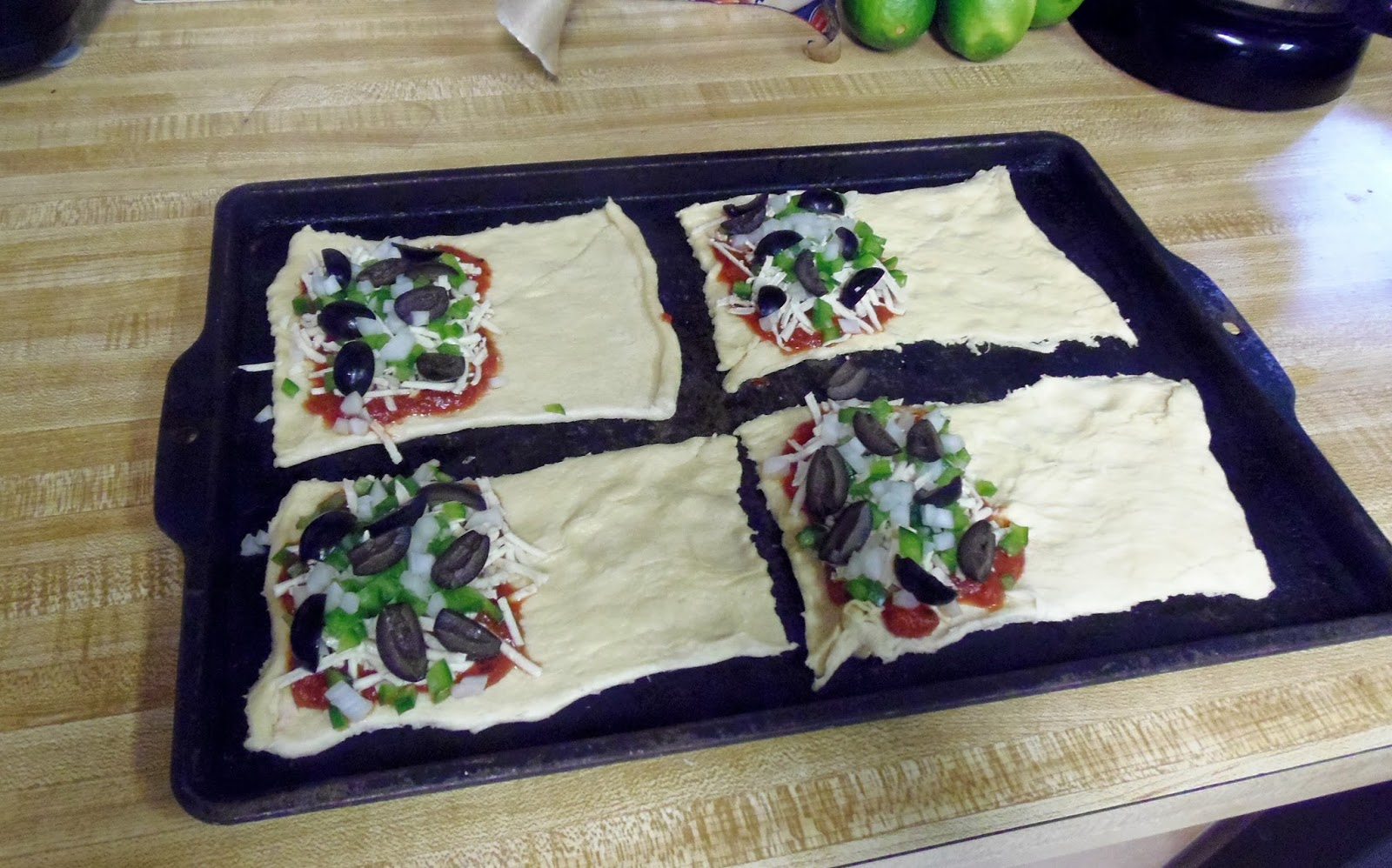how to make crescent pizza pockets