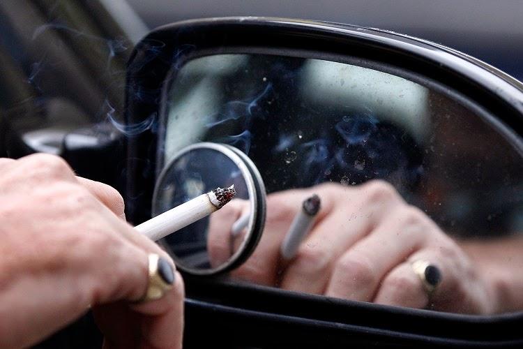 Những phụ kiện ô tô tốt nhất dành cho tài xế hút thuốc lá.