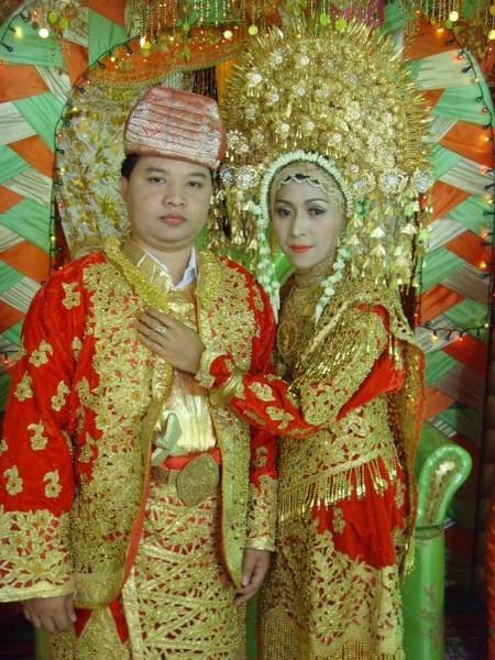 Traditional Indonesian Wedding Makeup : WEDDING COLLECTIONS: Indonesian Wedding Dresses