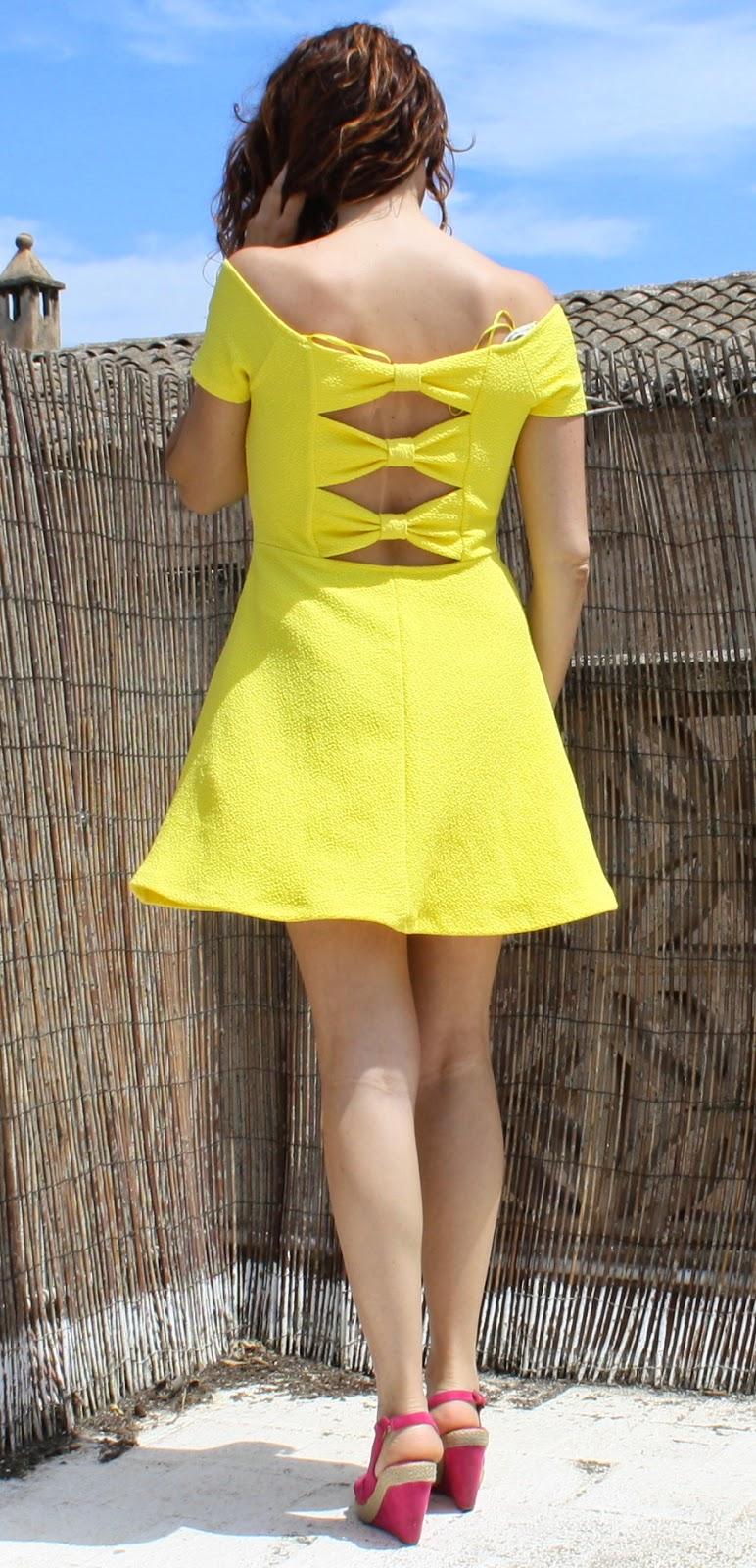 vestido espalda lazos