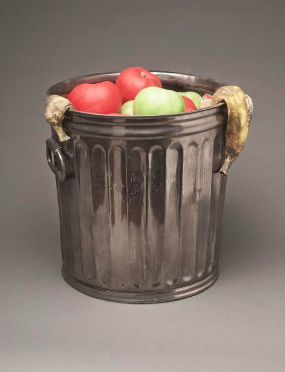 04-Metal-Trash-Can-Victor-Spinski-Clay-Sculptures-replicating-objects-from-Daily-Life-www-designstack-co