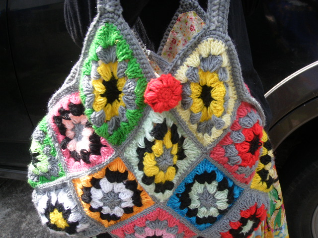 Granny Square Bag Pattern Free : Hook n Needle Creations: Crocheted Granny Square bag