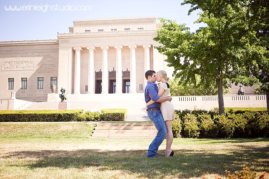 engagement shoot at the nelson atkins museum