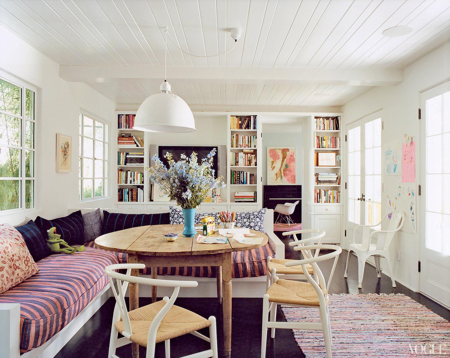 http://4.bp.blogspot.com/-uefylRlikLE/UBqBOT4ig9I/AAAAAAAABo4/3L_OARO186Q/s1600/1.+amanda+peet+vogue+habituallychic+living+room.jpg