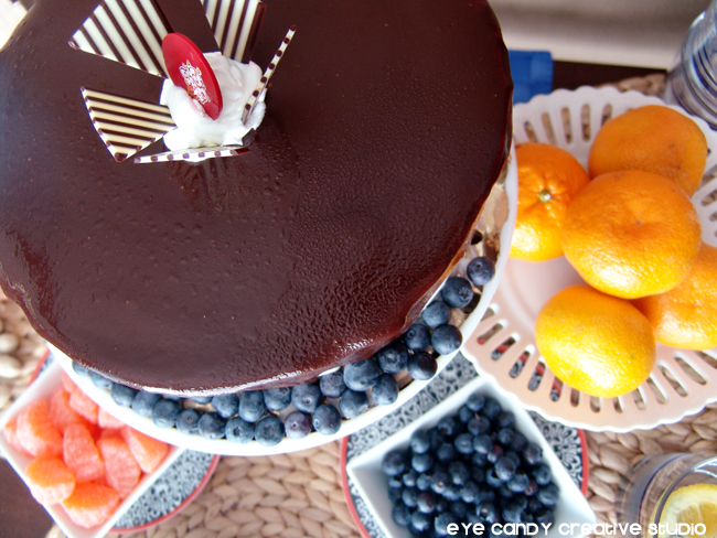 ice cream cake, Cold Stone Creamery, oranges, blueberries, cake stand