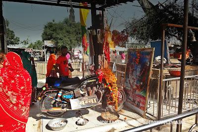 om banna temple alta a motocicleta
