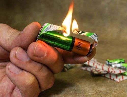 how-to-start-fire-from-Gum-Wrapper-and-battry-كيف تشعل نار من بطارية وورقة علكة ؟ فيديو
