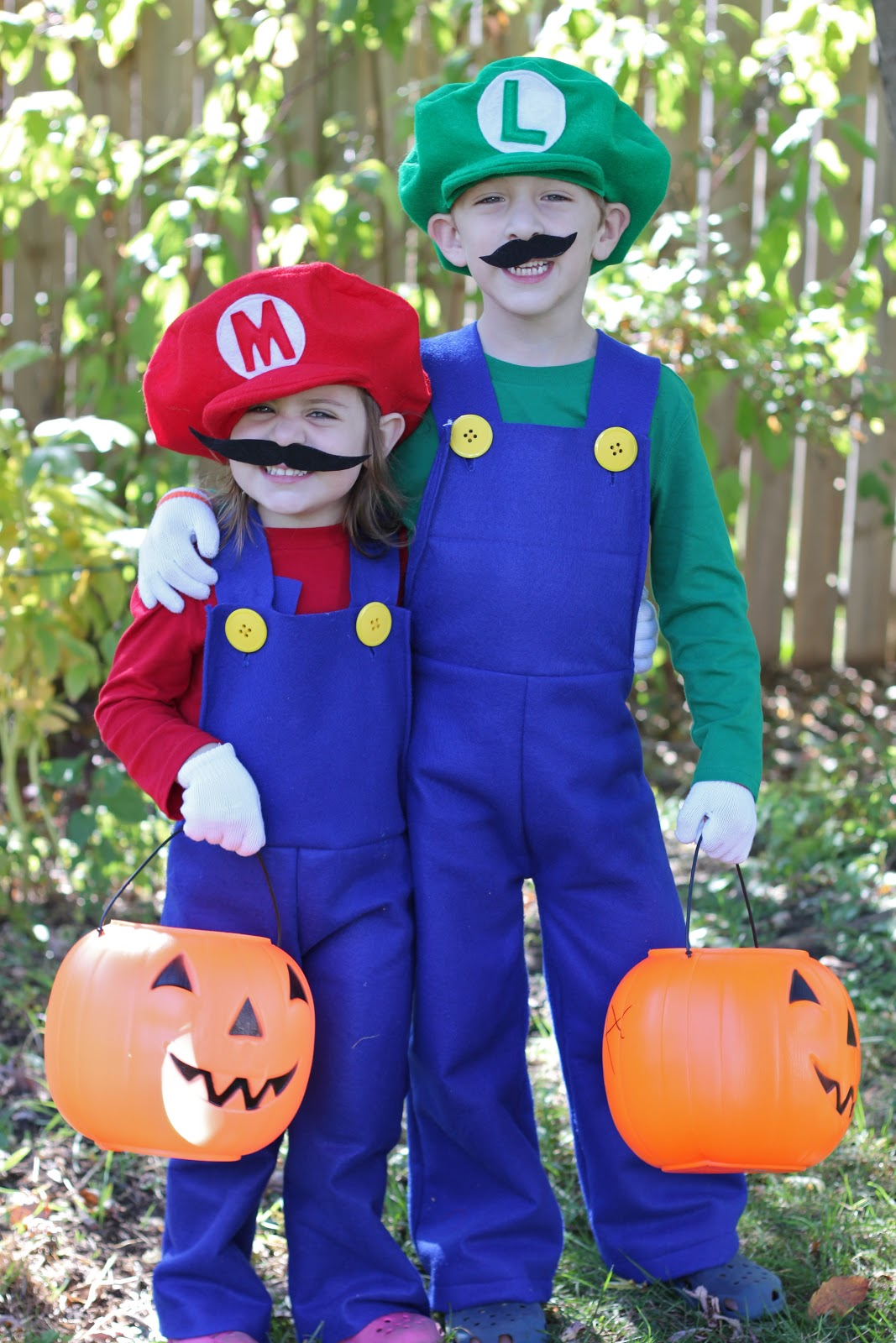 How to Make Mario and Luigi Costumes - Smashed Peas ...