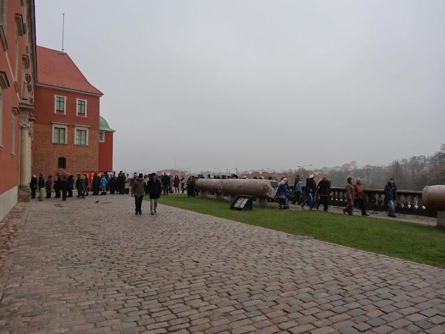 Kolejki po darmowy bilet wstępu na Zamek Królewski.