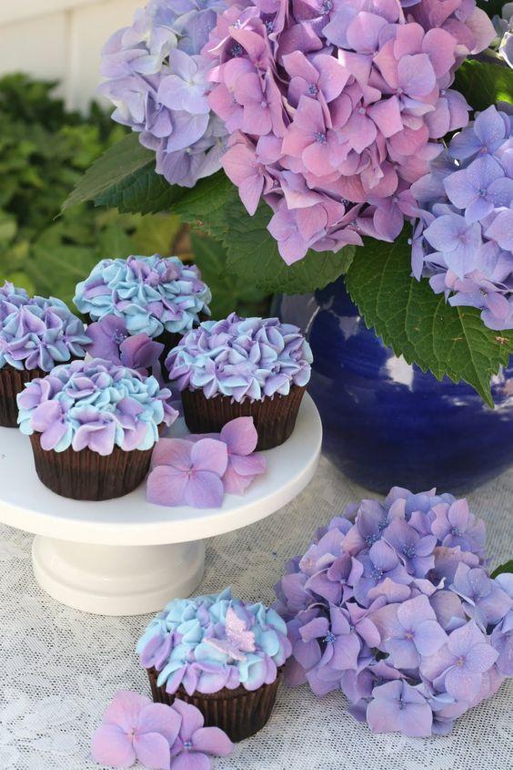 in cucina... Hydrangea cupcake