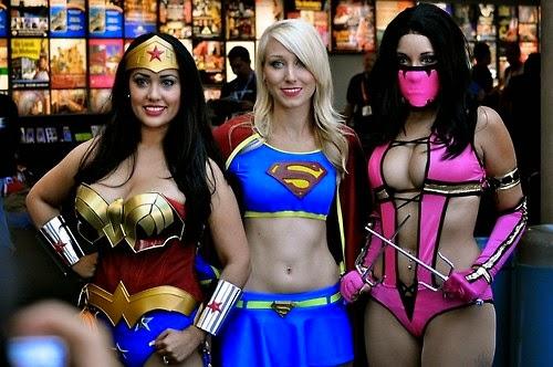 Disfraces : las mujeres más calientes exuberantes y provocadoras con los disfraces más sexys luciendo sus perfectos cuerpecitos , cosplay , chicas sexys 1x2