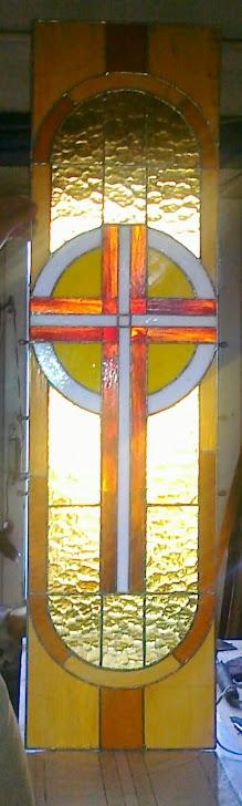 Одне із вітражних вікон купола парафіяльного храму виконане п.Юрієм Сенюком
