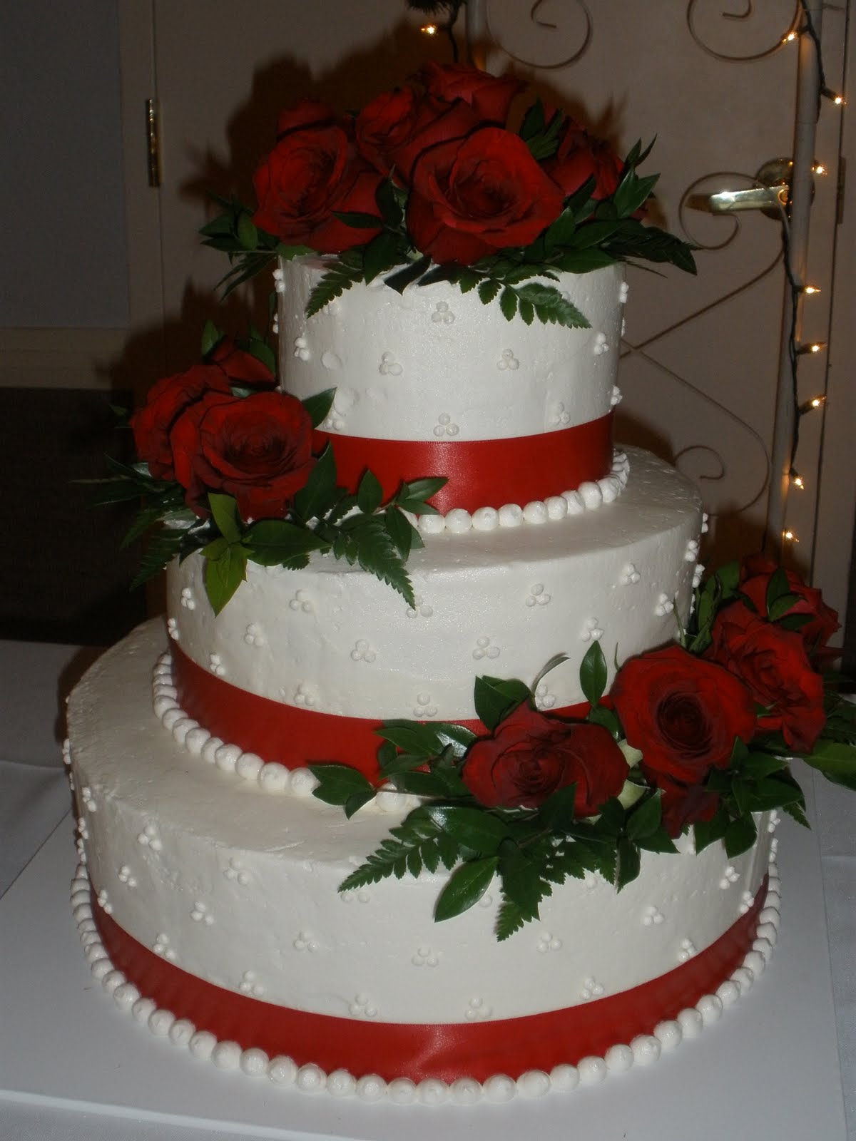 Cake Ideas With Red Roses : It s a piece of cake: Red Rose Buttercream Wedding Cake