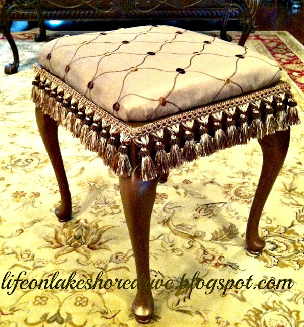 "alt=""queen anne stool makeover tutorial"""