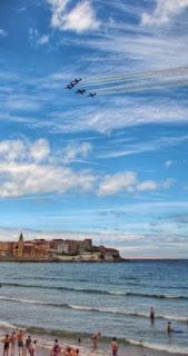 X Festival Aereo de Gijon 2015 – Patrulla Aguila sobre la Playa de San Lorenzo y la Iglesia San Pedro
