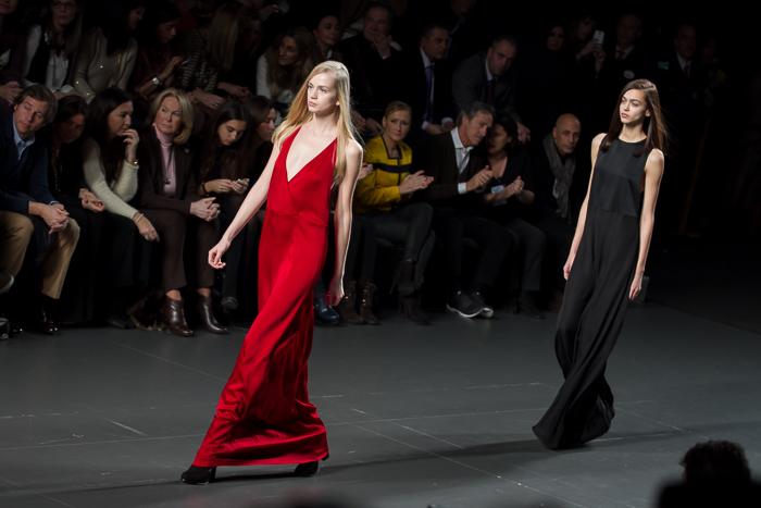 Vestido rojo noche ÁNGEL SCHLESSER Desfile Fashion week Madrid Bloguera moda Valencia WOWS