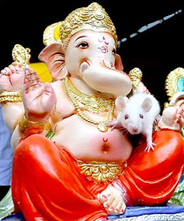 lord ganesh with his mouse