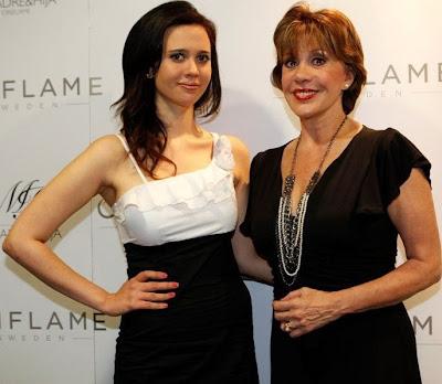 Lucía Oxenford con su madre Ivonne Fraissinet