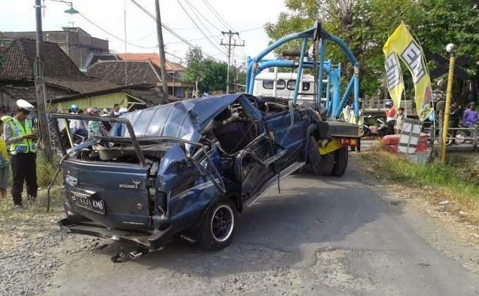 jalan misterius dan angker di indonesia