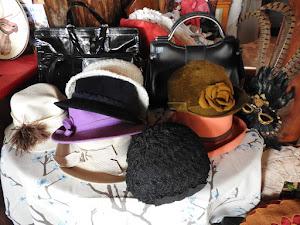 Hattuja - monenlaisia
