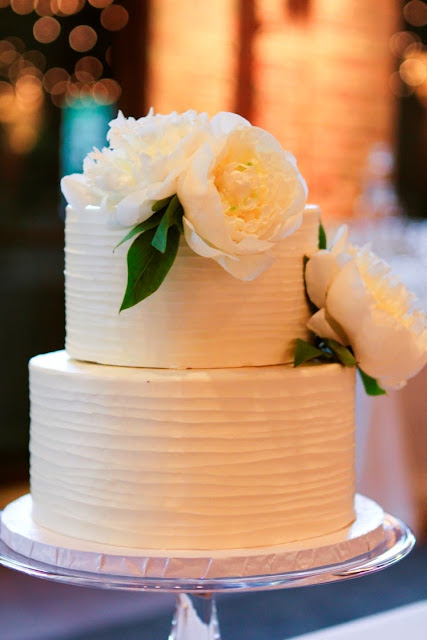 Elegant MInneapolis Wedding Cake