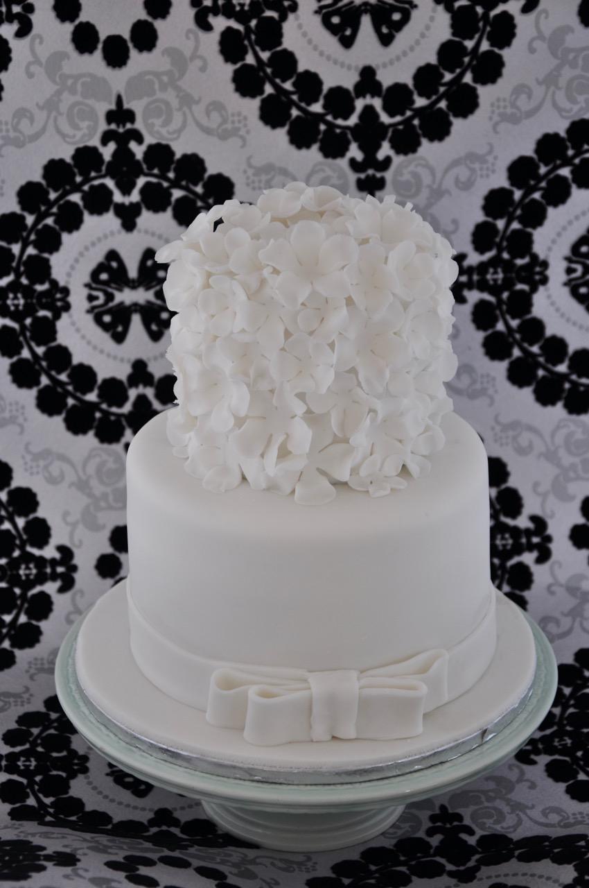 Rozannes Cakes White Flowers Wedding Cake