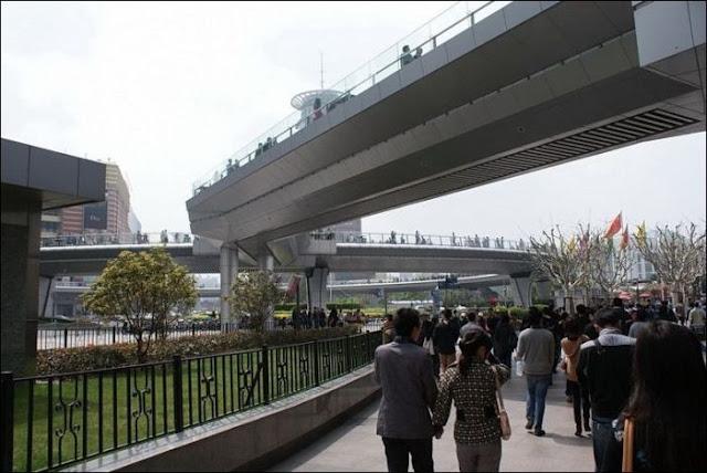 Jembatan Bundar Paling Unik Yang Memanjakan Pejalan Kaki