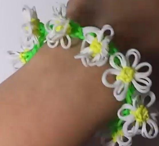 Cómo hacer una pulsera de gomas con flores