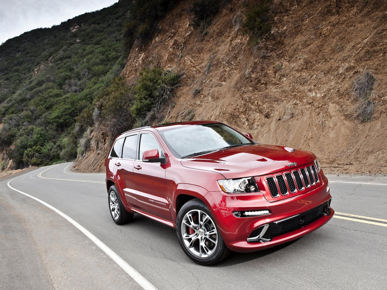 goautoblog jeep grand cherokee srt8 2012. Black Bedroom Furniture Sets. Home Design Ideas